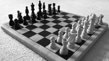 Zdroj: https://commons.wikimedia.org/wiki/File:Black_and_White_Chessboard.jpg